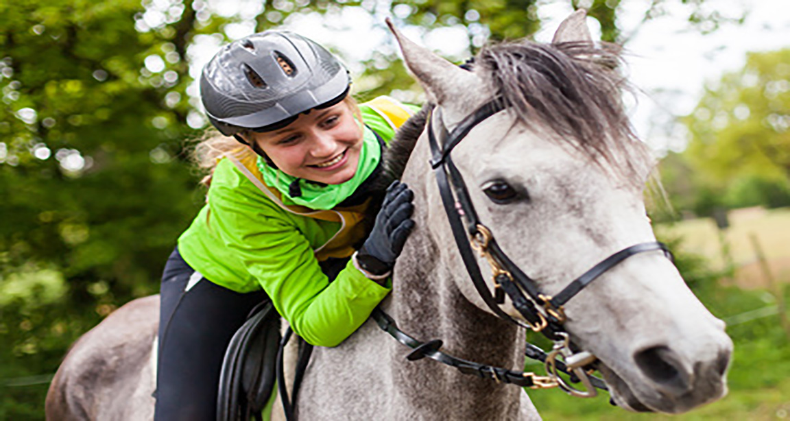 FAMILY LIFE AND HORSERIDING IN IRELAND - COLLEGIENS